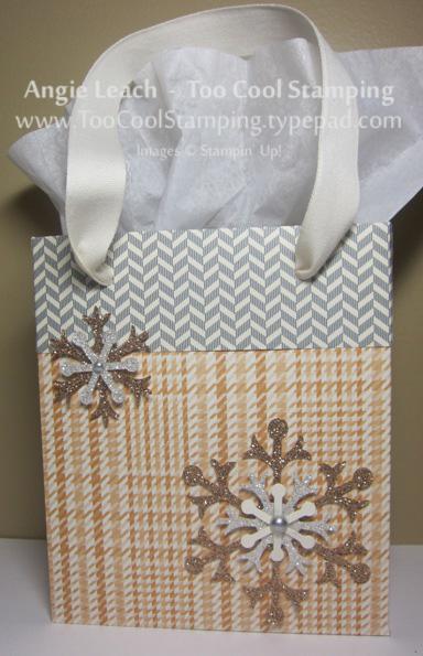 Lg gift bags - snowflakes