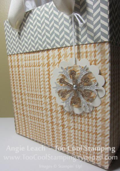 Lg gift bag - snowflake back