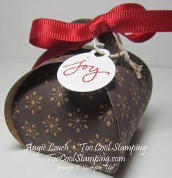 Curvy keepsakes under tree - espresso