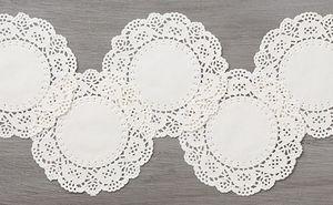 White doilies 141701G