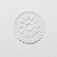 Pearlized doilies 146936G