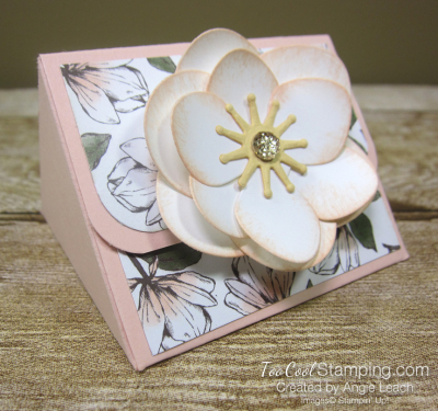 Magnolia lane triangle box - flower