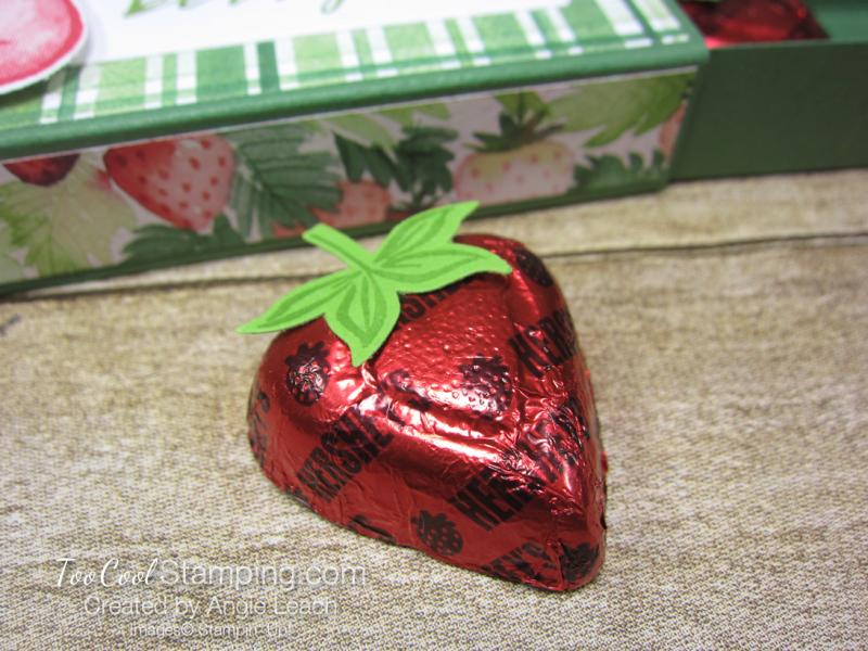 Chocolate hearts treat box - strawberry 4